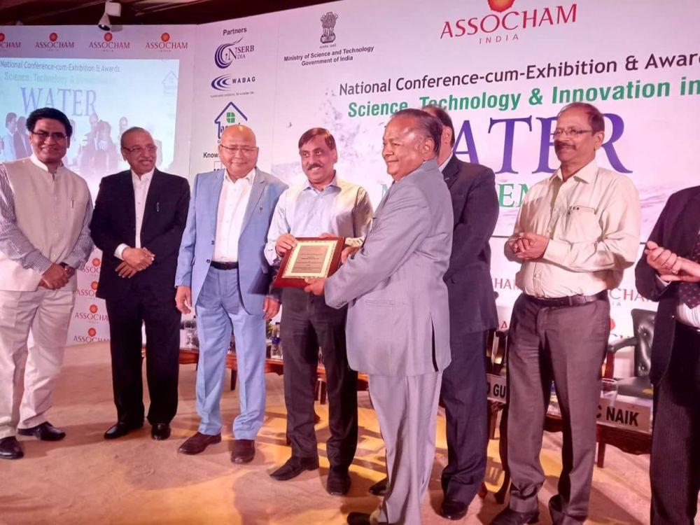 RG Agarwal, Chairman, Dhanuka Agritech receiving the award from ASSOCHAM