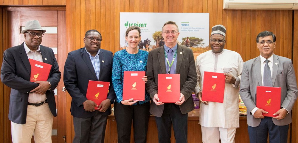(L-R) Dr Abdulai Jalloh, CORAF; William Asiko, FANRPAN; Joanna Kane-Potaka, ADG - External Relations, ICRISAT, and Smart Food Executive Director; Dr Peter Carberry, ICRISAT, Dr Yemi Akinbamijo, FARA and Dr Ravi Khetarpal, Executive Secretary, APAARI